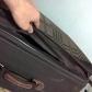 Nhân viên bốc xếp rạch hành lý trộm đồ ở Nội Bài